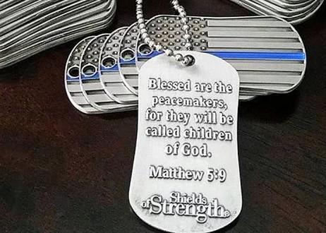 Les troupes américaines reçoivent des plaques d'identification avec des versets bibliques (Photo) 1564006973-Capture-medaille-us