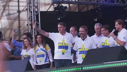 Incroyable mais vrai ! Trois millions de chrétiens dans la Marche pour Jésus au Brésil Bolsaro%20dans%20marche%20pour%20jesus